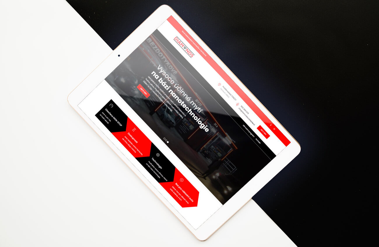 Webové stránky myčky aut Diamonds na iPadu.