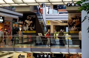 Plakáty City Realex v obchodním centru.