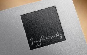 fotografie šedého loga JanWphotography na černém pozadí
