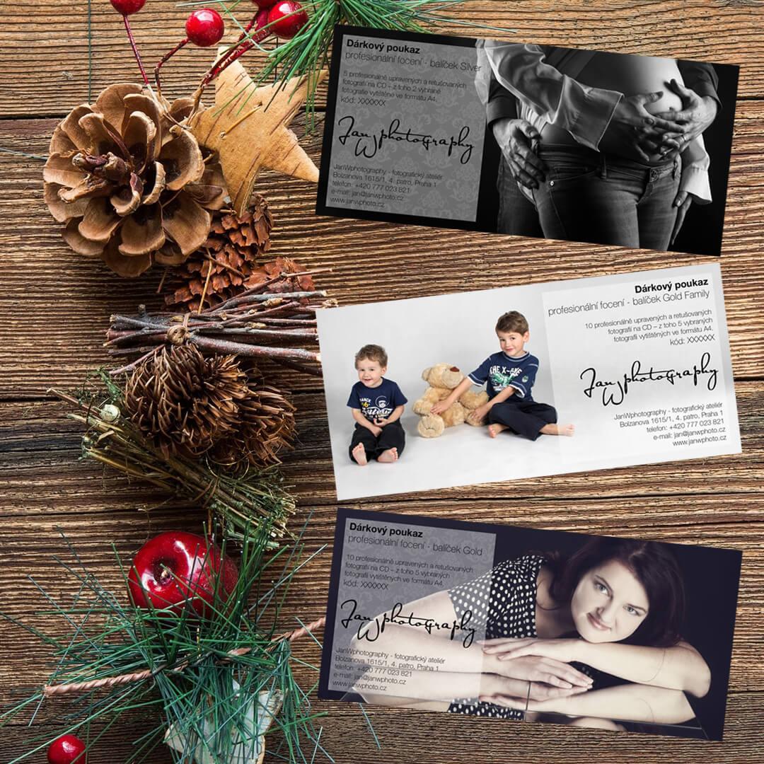 Grafické zpracování dárkových poukazů pro ateliér JanWphotography s vánoční dekorací